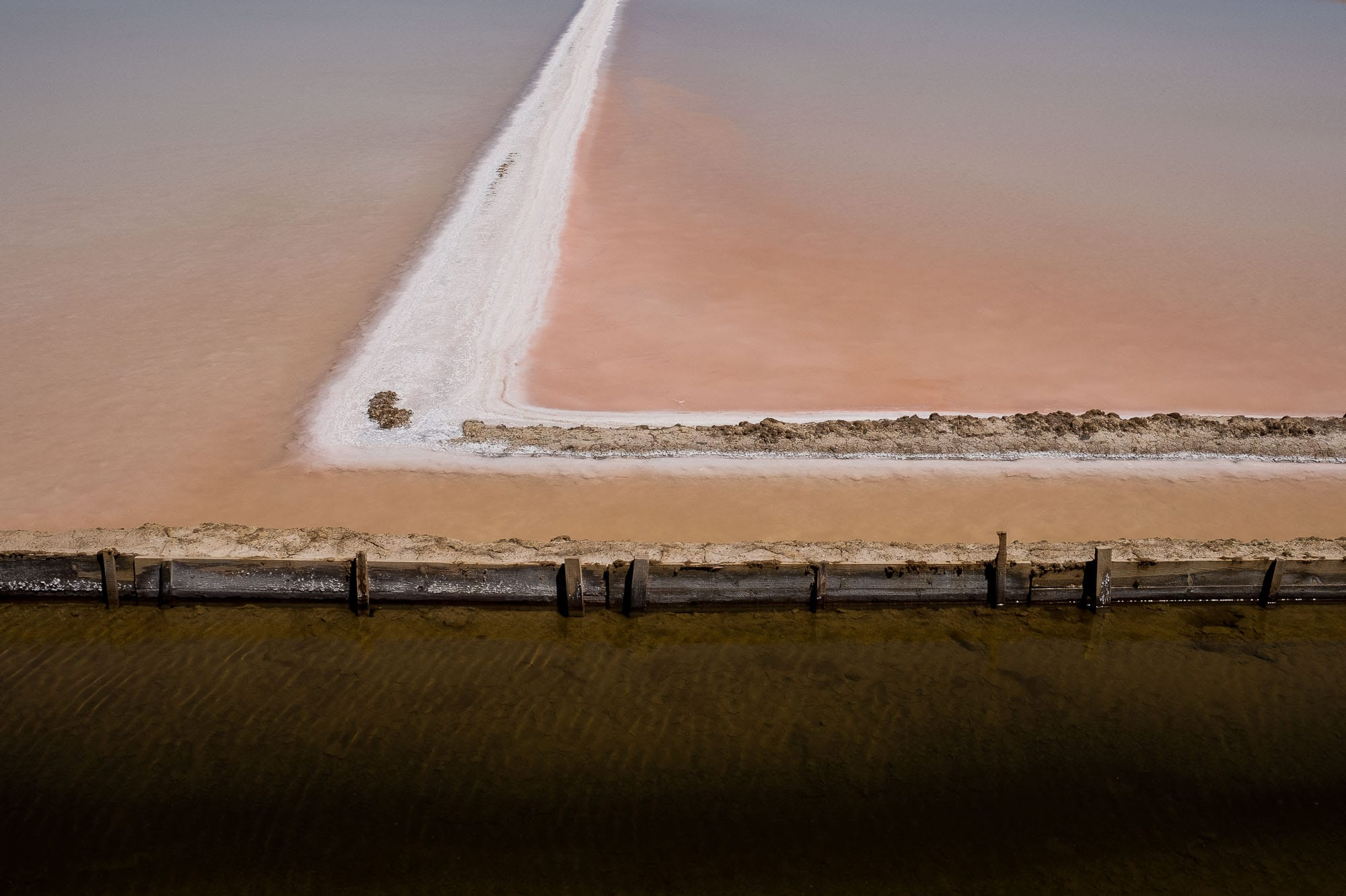 color photography inspiration, color in photography, examples of color in photography, photography of color, photography colours | Photo: Saltpans in Tavira, Portugal | Copyright Karin van Mierlo, Photography Playground