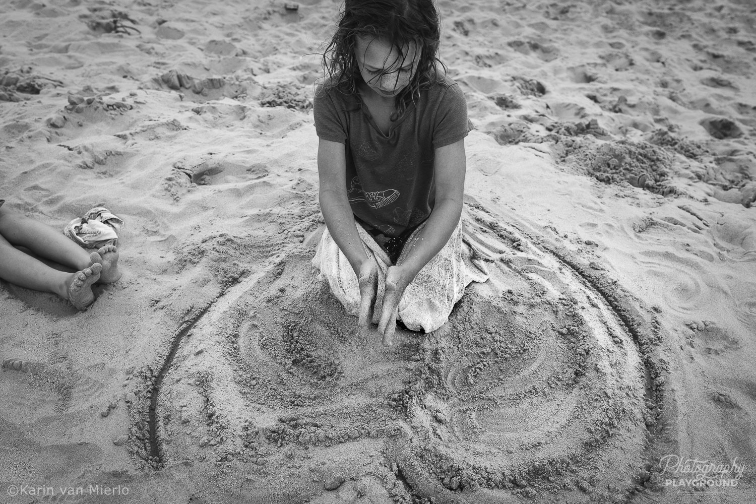 candid photography tips, people photography, candid pics | Photo: Girl on the beach, The Netherlands ©Karin van Mierlo, Photography Playground