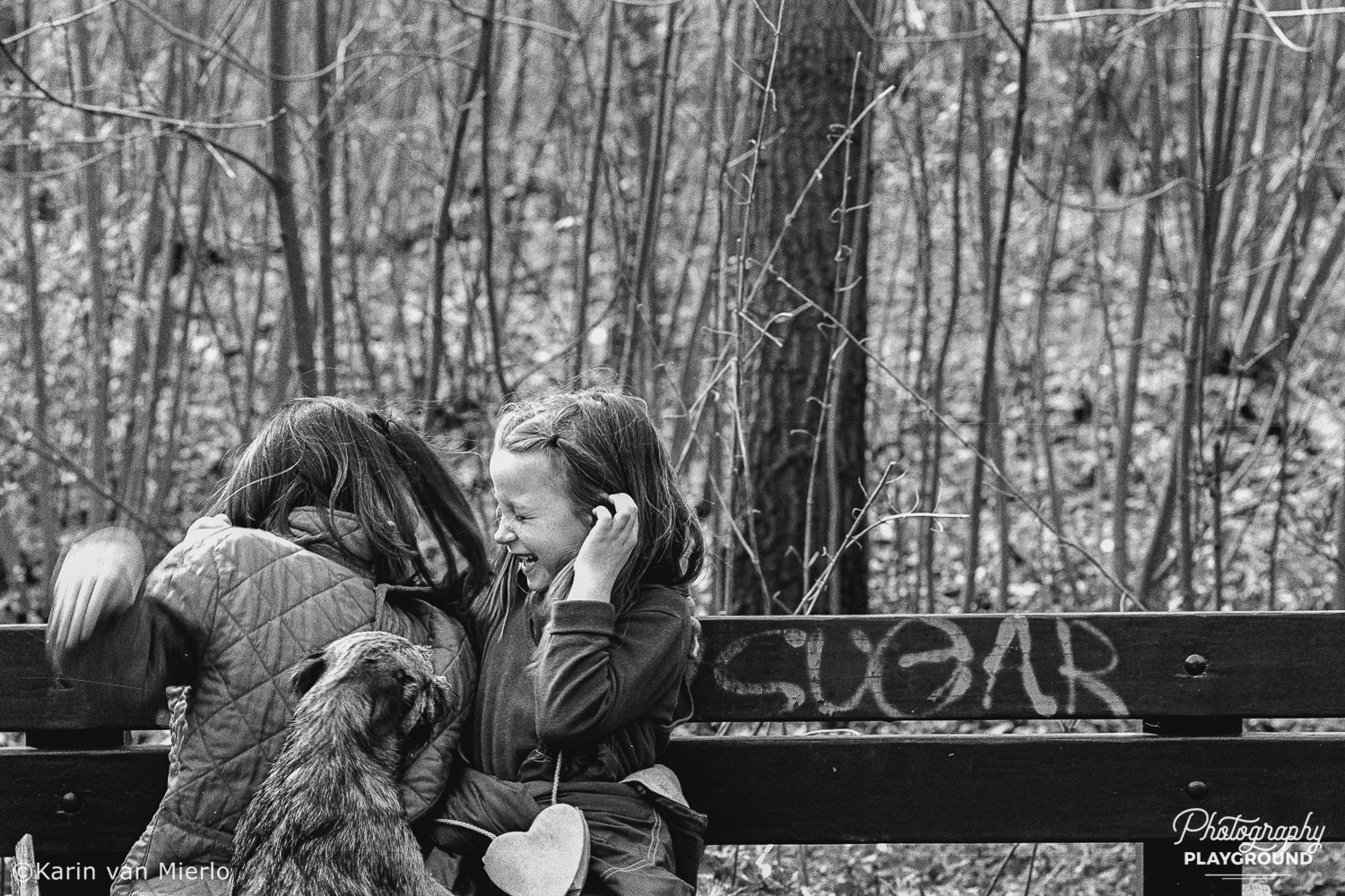candid photography tips, people photography, candid pics | Photo: 2 kids and a dog in the forest, The Netherlands ©Karin van Mierlo, Photography Playground