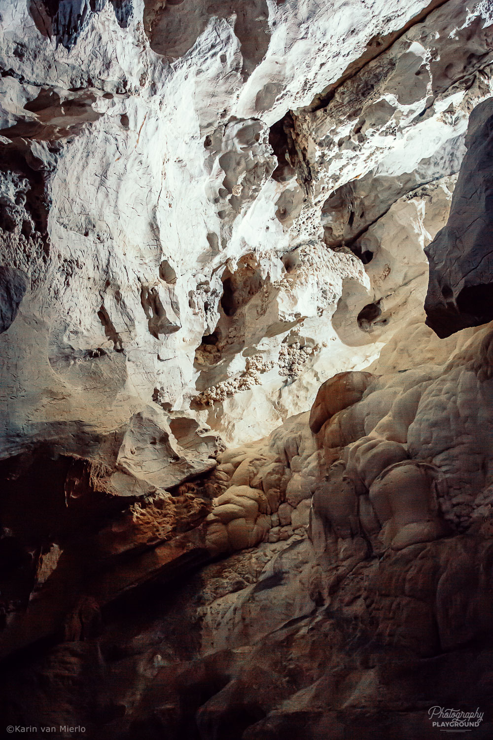 raw vs JPEG, shooting in raw | Photo: Corbeddu Cave, Sardinia, Italy | Copyright Karin van Mierlo, Photography Playground