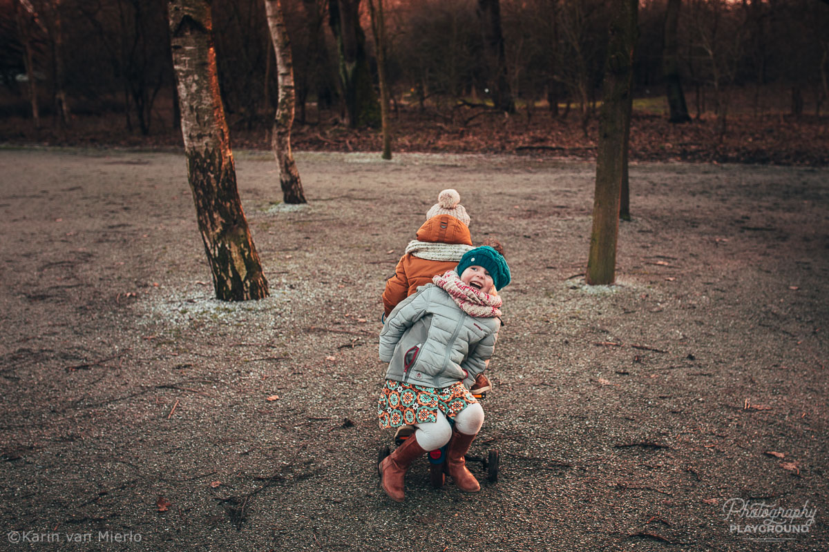 photographing children, photographing kids, child photography tips, tips for photographing kids, how to photograph kids | Photo: Brother and sister on a bike Copyright Karin van Mierlo | Photography Playground