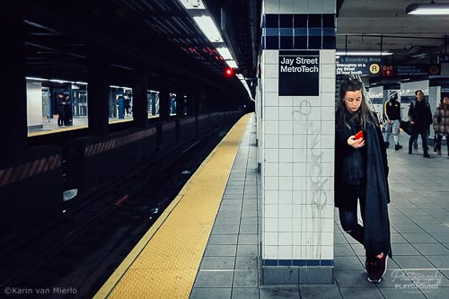 smartphone photography course, mobile photography course, camera app download, procamera, camera fv-5 | ©Karin van Mierlo, Photography Playground, Photo: iPhone, Metro Station New York