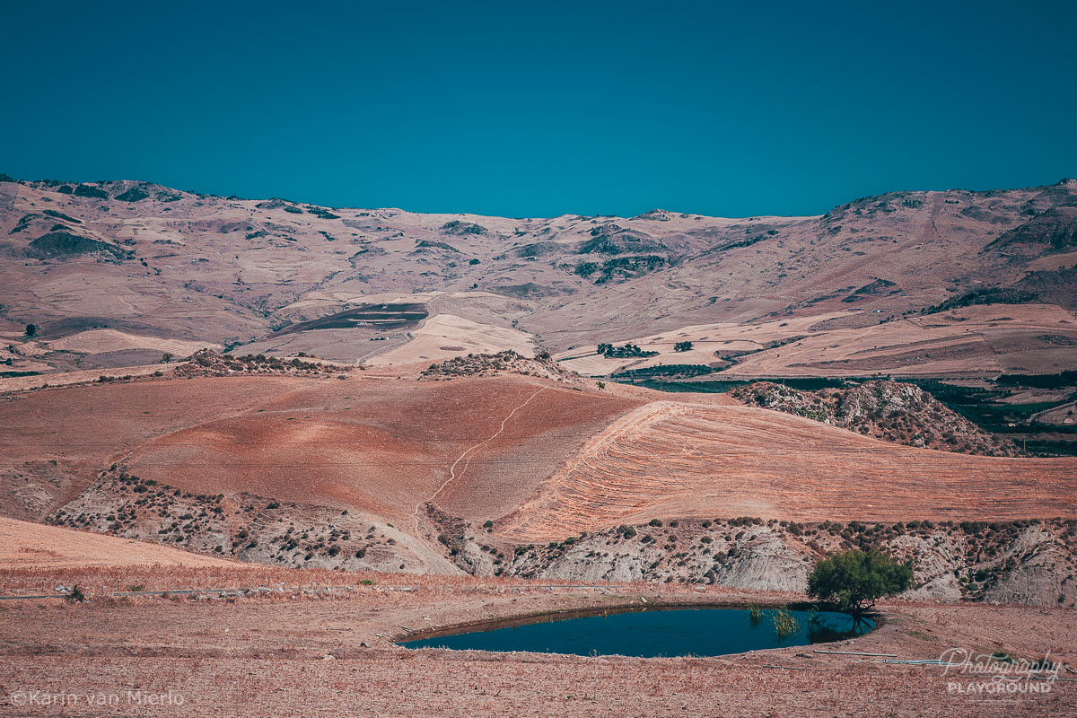 sharp focus, how to get sharp photos   Photo: Landscape in Sicily, Italy ©Karin van Mierlo, Photography Playground