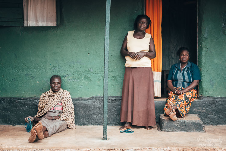 Photography Mentoring Sessions | Photo ©Karin van Mierlo | Photography Playground | 3 women standing on the porch of their house in Acholi Quarter, Kampala Uganda.