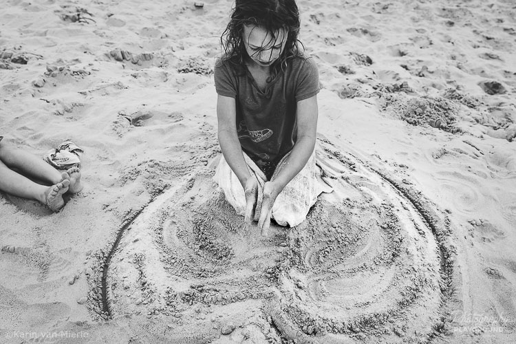 Photography Mentoring Sessions | Photo ©Karin van Mierlo | Photography Playground | A girl at the beach in the Netherlands.