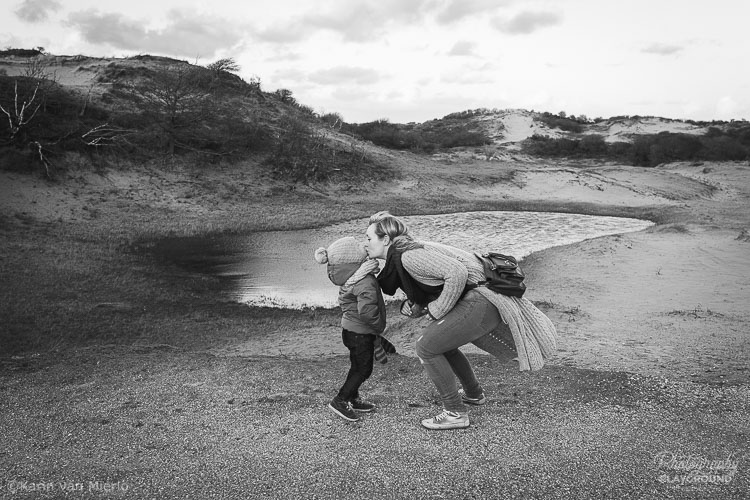 Photography Mentoring Sessions | Photo ©Karin van Mierlo | Photography Playground | A mother and her son in the dunes in the Netherlands