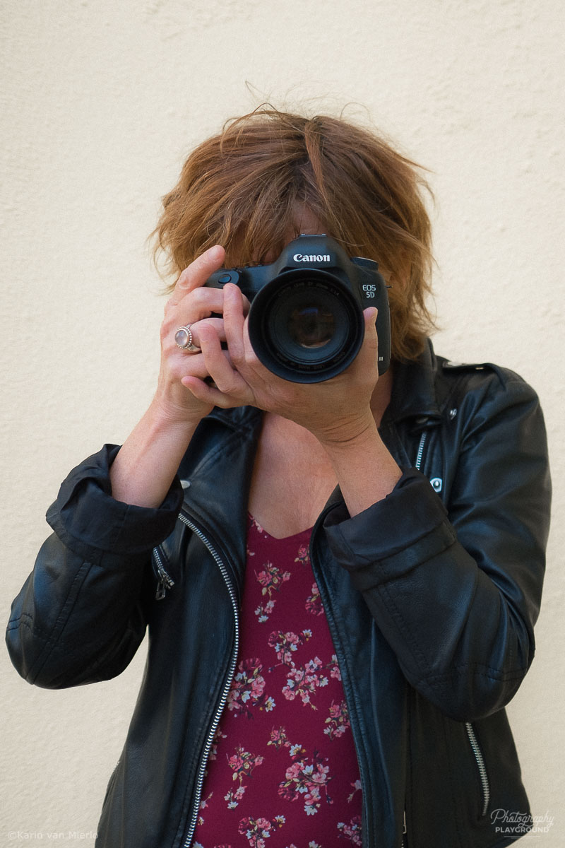 Photography tips for beginners | Photo: ©Karin van Mierlo, Photography Playground ~ How to hold your camera, Lisbon, Portugal