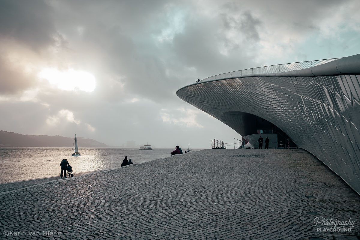 Photography tips for beginners | Photo: ©Karin van Mierlo, Photography Playground ~ Tagus river and museum MAAT, Lisbon, Portugal