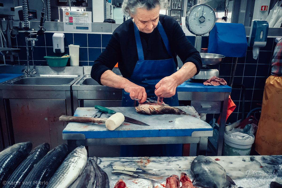 smartphone photography tips, tips for taking better mobile phone photos | Photo: ©Karin van Mierlo, Photography Playground ~ Woman at a fishmarket, Setubal, Portugal